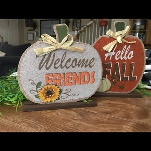 Burlap pumpkin sign with wood accents